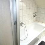 Fewo Baumgasse - Badezimmer mit Badewanne und Dusche